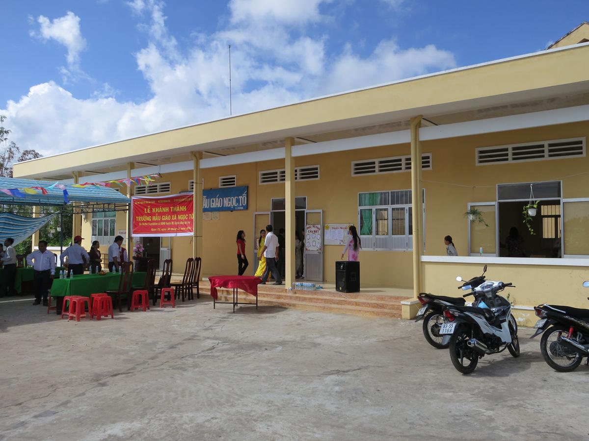 2012NgocToschool